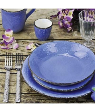 Des assiettes, des saladiers, des bols, des plats tout en couleurs . Céramique Italienne